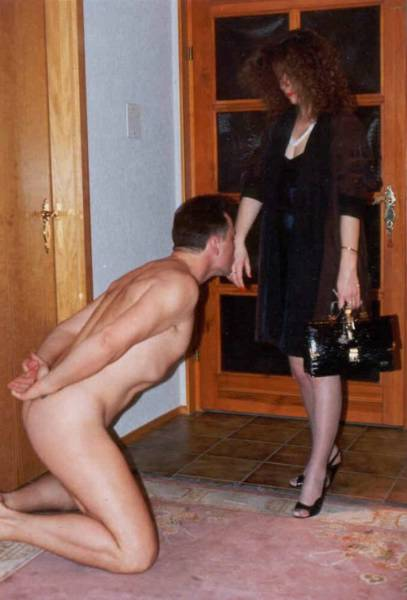 i am a compliant & subservient male in the home to my Lady, and an aggressive Alpha Male in the business world. �Years of experience as a live-in servant & domestic/pain/oral sex slave, and a top earner in the vanilla outside world makes me an ideal  ...