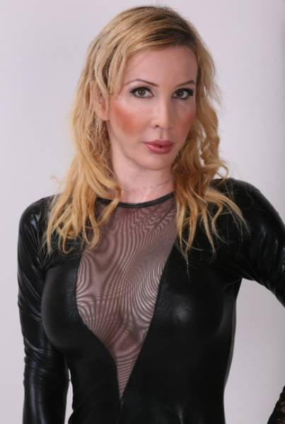 Experienced Beautiful Blonde Mistress With Fantastic Tits With Over 5 Years Experience In Bd