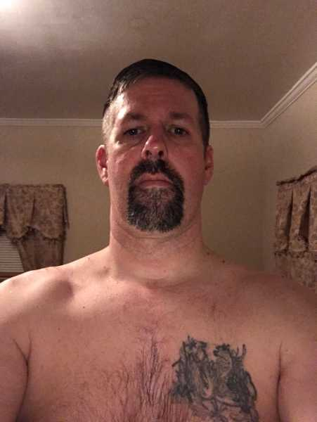 I live out in the country, single Dad in decent shape and a hard working man. Looking to make a connection with someone that is in tune with their submissive side.  I value honesty and commitment so only the most genuine contact me as I have man ...