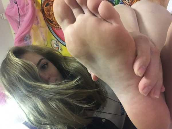 Brand new to this site (as of 9/30/17) but I`ve been interested in Findom and foot slavery for a long time. Love to tease and torture guys with my toes and fat ass. 