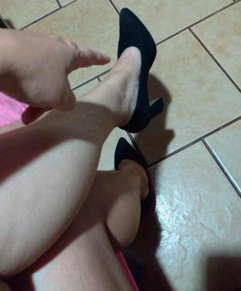 Only SINGLE MEN about 25 to 44 years old.