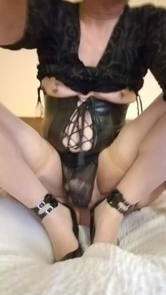 subchele - submissive